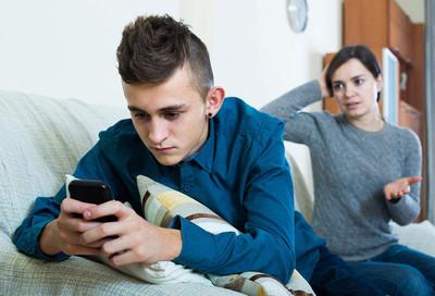 Хамит, не учится, торчит в телефоне: что делать с трудным подростком